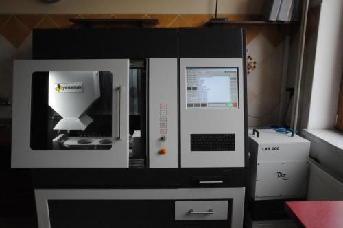 Frézovací prístroj Yenemac.